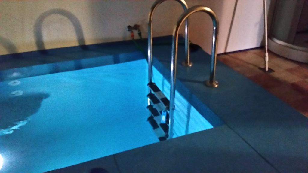 Бассейн с фильтрацией воды
