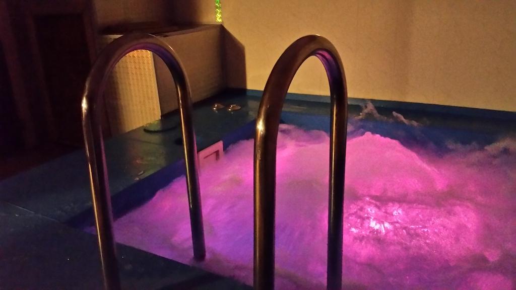 Бассейн с диодной подсветкой