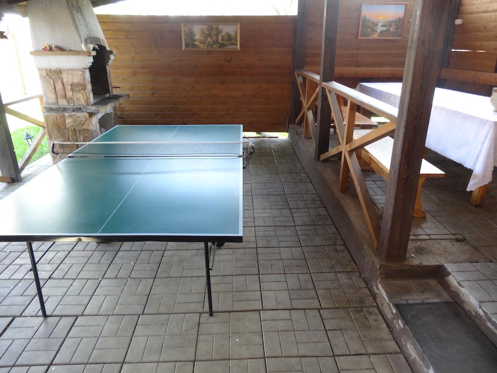 Теннисный стол на террасе