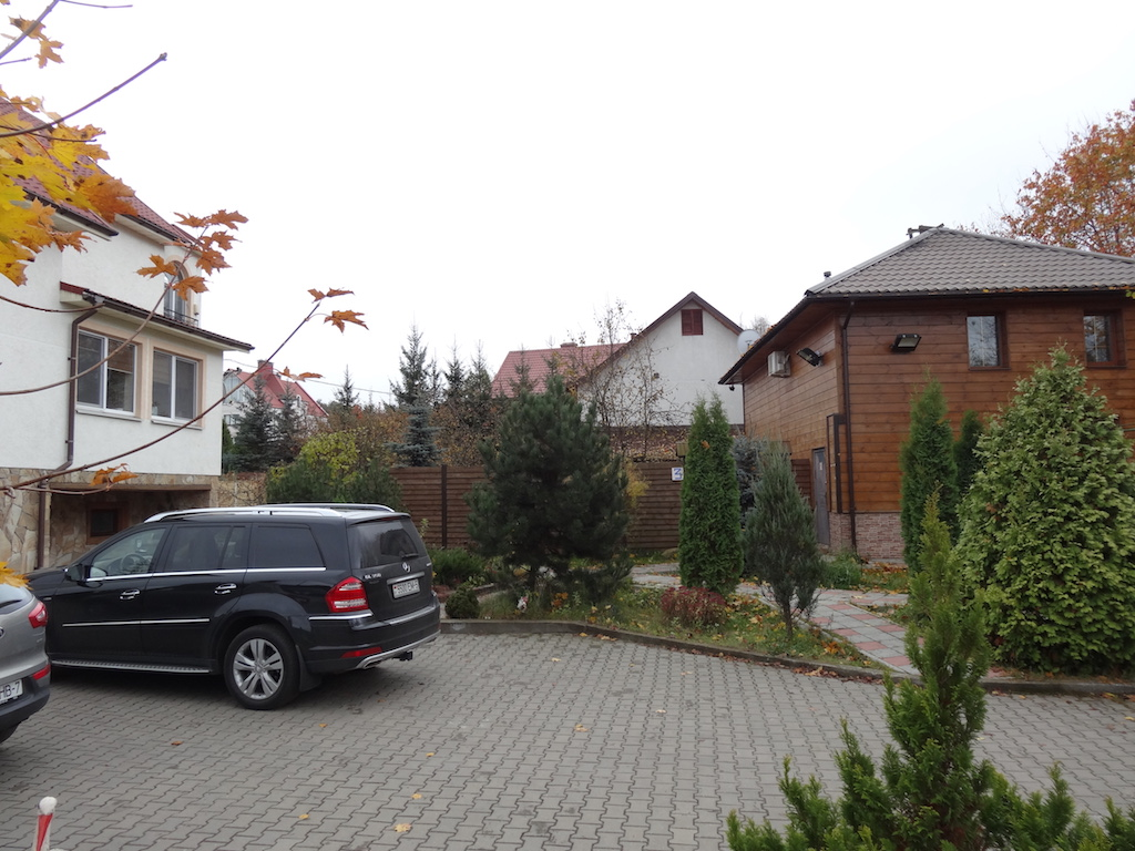 Паркинг рядом с домом