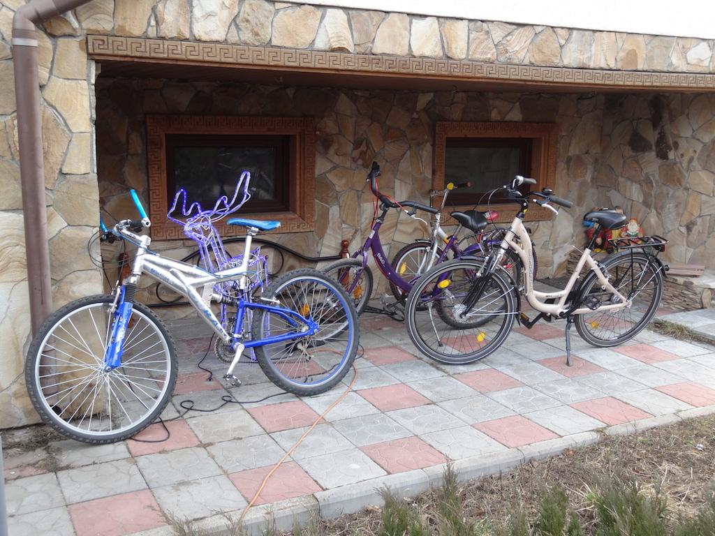 Выдаем велосипеды гостям