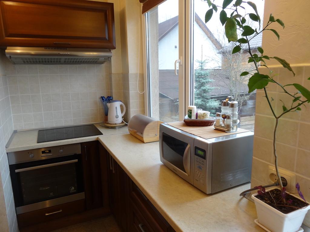 Кухня со всей бытовой техникой